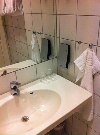 Hotel Skt. Annæ: bathroom details