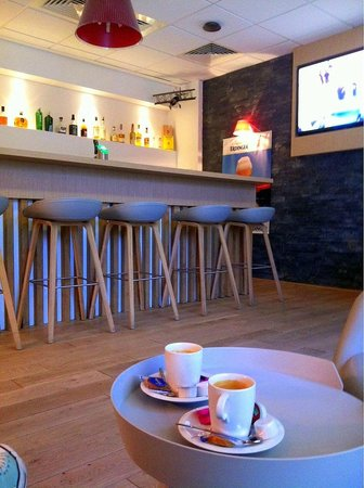 Campanile Luxembourg Airport: Coffee bar