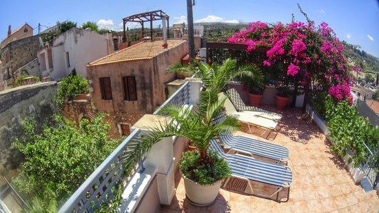 Villa Kallergi: Roof garden overlooking the medieval rooftops ..
