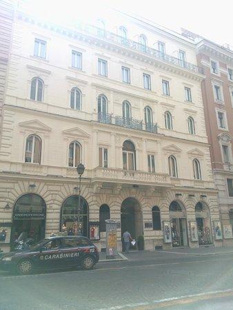 Hotel Artemide: Facade
