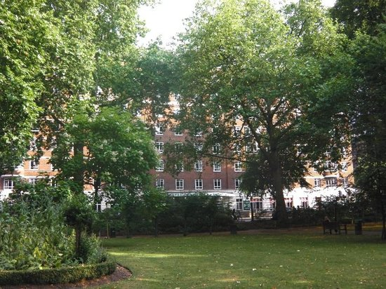 Tavistock Hotel: Hotel view from Tavistock Square