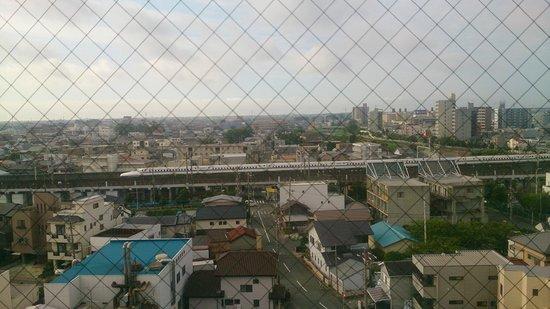 Hotel Meijiya: 大浴場脱衣室からの新幹線view