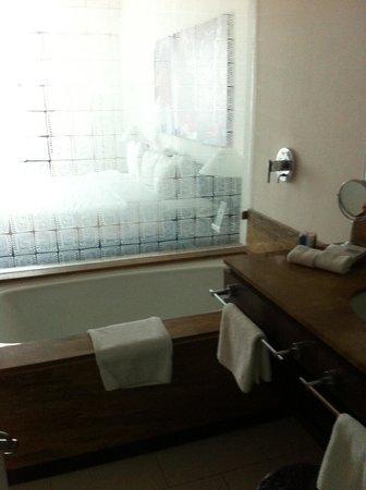 Radisson Decapolis Hotel Panama City: BAÑO Y TINA