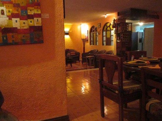 La Posada del Arte: Lounge off dining room