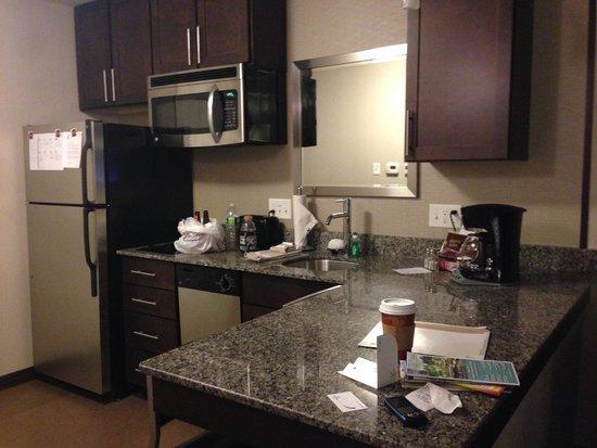 Residence Inn Boston Logan Airport/Chelsea : full kitchen
