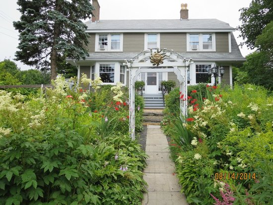 Baccalieu Trail Fine Dining Bed and Breakfast: Wonderful house