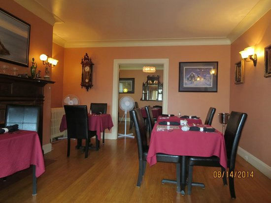 Baccalieu Trail Fine Dining Bed and Breakfast: Breakfast and dinner area
