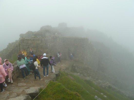 Santuario Histórico de Machu Picchu: Bastante nevoeiro no começo da manhã...