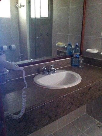 Hotel Playa Blanca Beach Resort : El baño