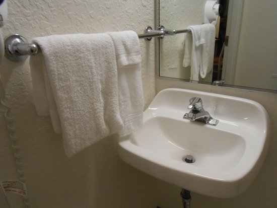 Super 8 Sault Ste. Marie: Sink in corner too close to wall in accessible bathroom