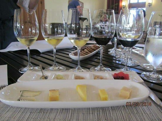Kendall-Jackson Wine Estate & Gardens: KJ wine and cheese tasting