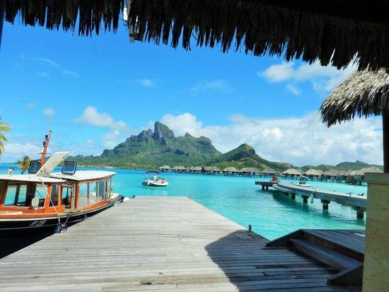 Four Seasons Resort Bora Bora: Arrival dock and boat