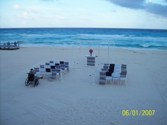 Hard Rock Hotel Cancun: Wedding Setup on beach