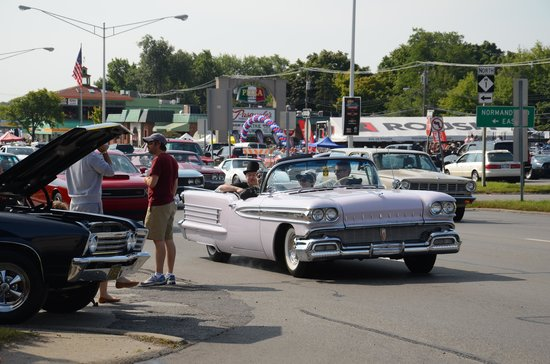 Woodward Avenue: all kinds of classic cars can be seen