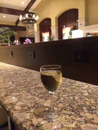 DoubleTree by Hilton Hotel Ontario Airport: lovely bar