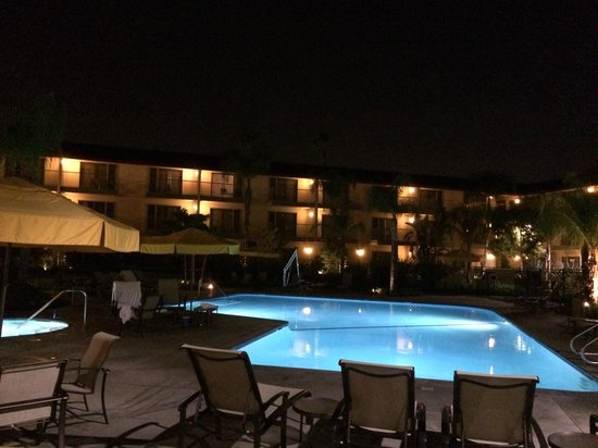 DoubleTree by Hilton Hotel Ontario Airport: pool is beautiful