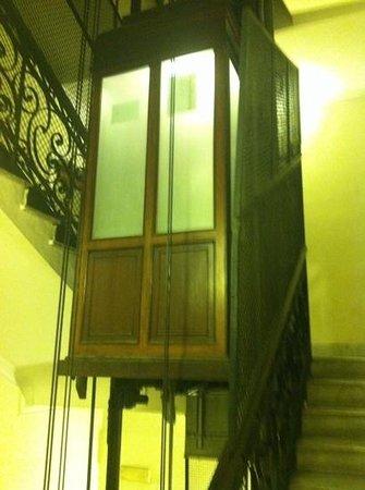 Residenza Cellini: elevator