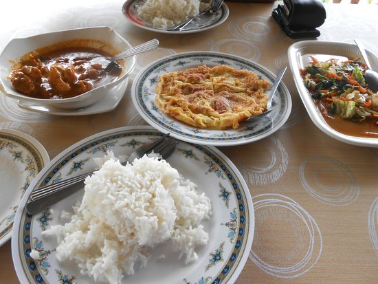 Mohsin Chalets : Lunch provided. Really delicious chicken curry, omelete and spicy vegetables.