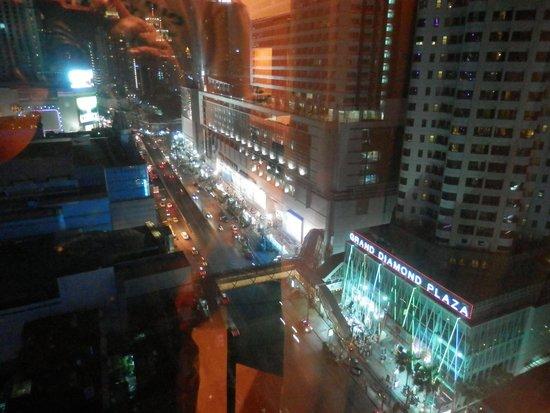 GLOW Pratunam: Room View at Night
