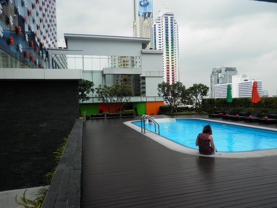 GLOW Pratunam: Pool