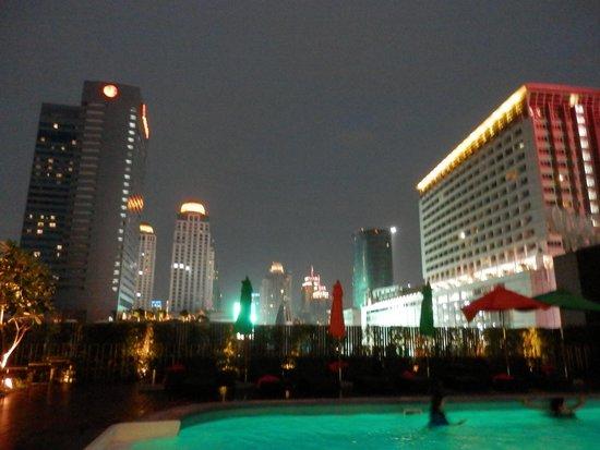 GLOW Pratunam: Night Pool View