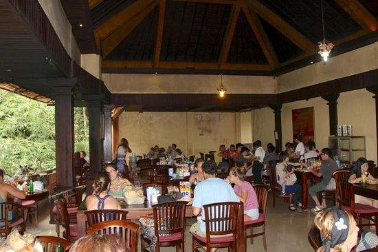 Warung Babi Guling Ibu Oka 3: The main dining area - floor seating optional