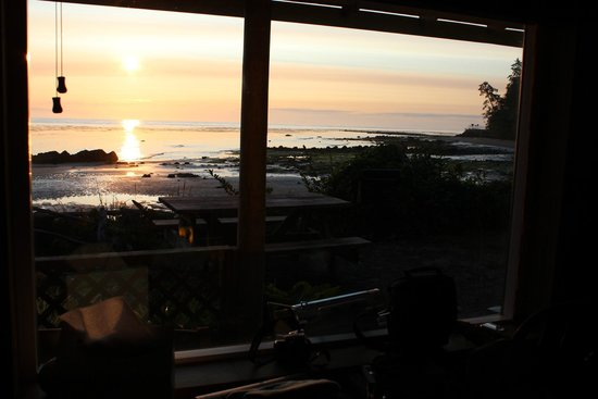 Chito Beach Resort: Late dawn first morning