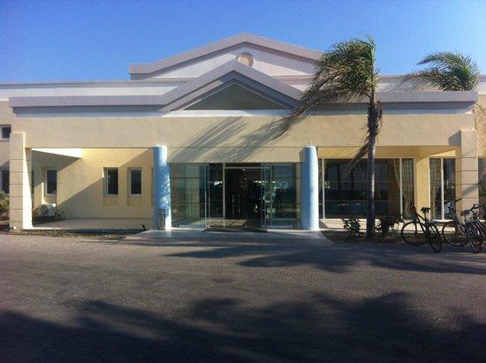 Zorbas Beach Hotel: entrance to hotel