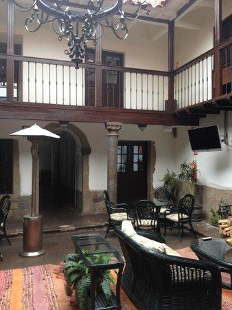 Tierra Viva Cusco Plaza: Lobby de acesso ao Café da manhã