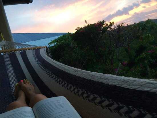 Soma Surf Resort: Awesome reading experience at Dusk!