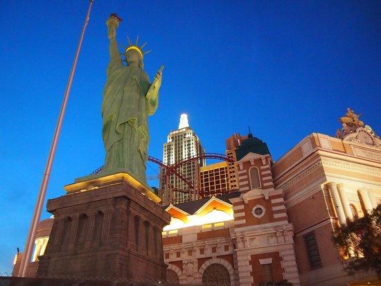 New York - New York Hotel and Casino: ホテル外観