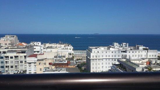 Mirasol Copacabana Hotel: Visual da piscina e da academia