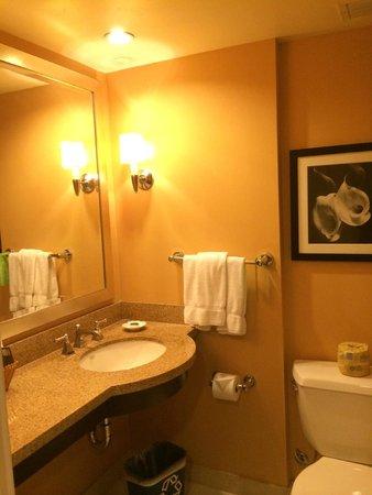 Pacific Palms Resort: nice restroom