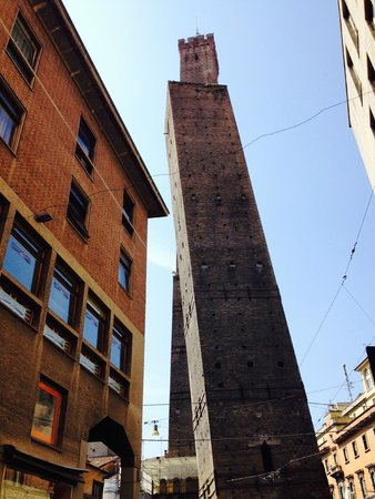 I Portici Hotel : City center leaning tower