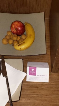 Sheraton Grande Sukhumvit, A Luxury Collection Hotel: Free fresh fruits