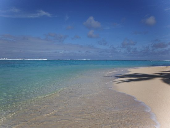 Sanctuary Rarotonga-on the beach: Stunning waters
