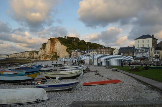 Grande plage d 39 etretat l 39 ouest d 39 yport photo de hotel for Hotels yport