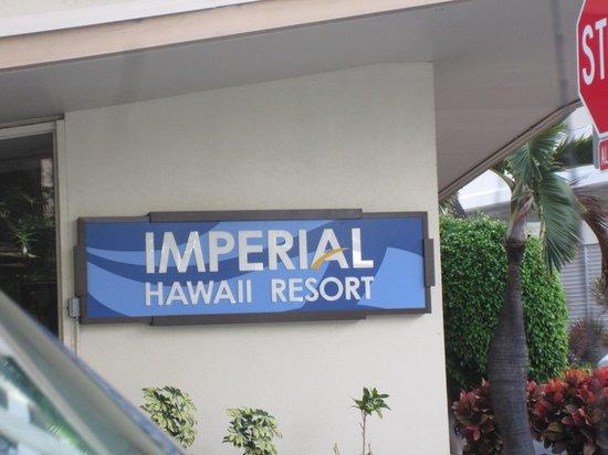 The Imperial Hawaii Resort at Waikiki: デニーズの横