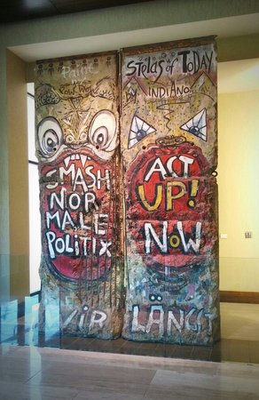 Hilton Anatole: Two sections of the Berlin Wall on display