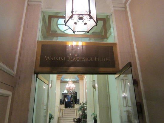 Aston Waikiki Beachside Hotel : 横の入り口