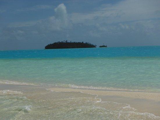 Aitutaki Lagoon Resort & Spa: amazing waters