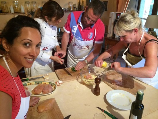 Relais Il Falconiere & Spa : A perfect cooking class experience in a beautiful kitchen overlooking the countryside.