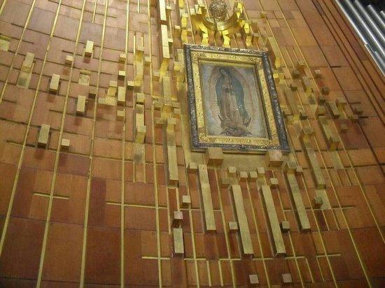 Basilica de Santa Maria de Guadalupe : Virgencita morena en basílica.