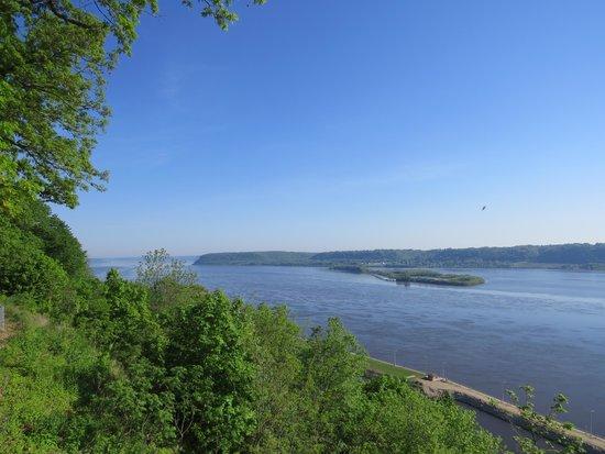 Eagle Point Park: Mississippi River view