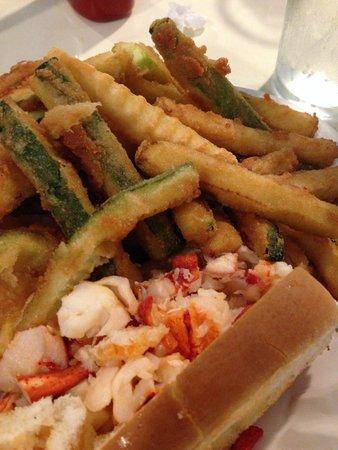 Lenny & Joe's Fish Tale: Delicious lobster roll!