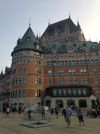 Fairmont Le Chateau Frontenac: Pic from deck behind hotel