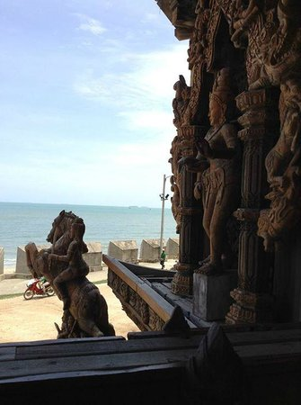 Sanctuary of Truth (Prasat Sut Ja-Tum): looking out to the water