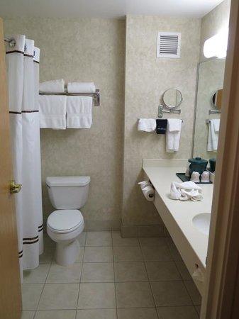 Boothill Inn & Suites: Bathroom