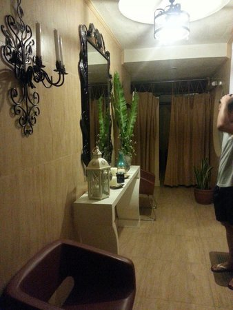 View Park Hotel: Massage area