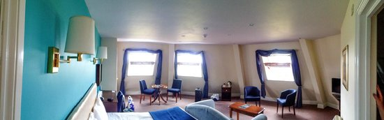 Ufford Park Woodbridge Hotel, Golf & Spa: Panoramic view of our room showing the 3 huge windows.